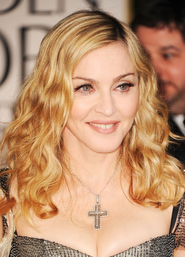 20120116-media-madonna-golden-globes-red-carpet-11