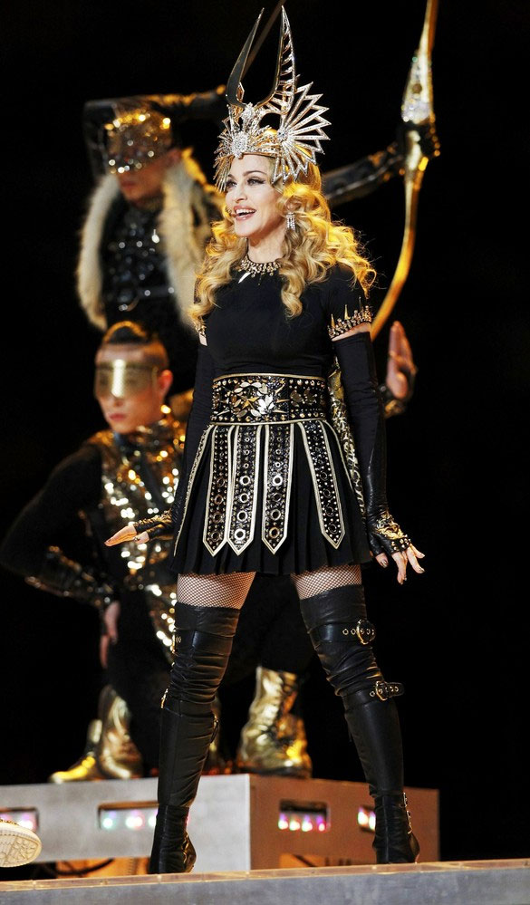 12-02-05-madonna-super-bowl-performance-32