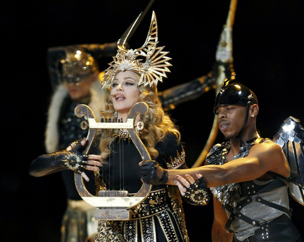 12-02-05-madonna-super-bowl-performance-36