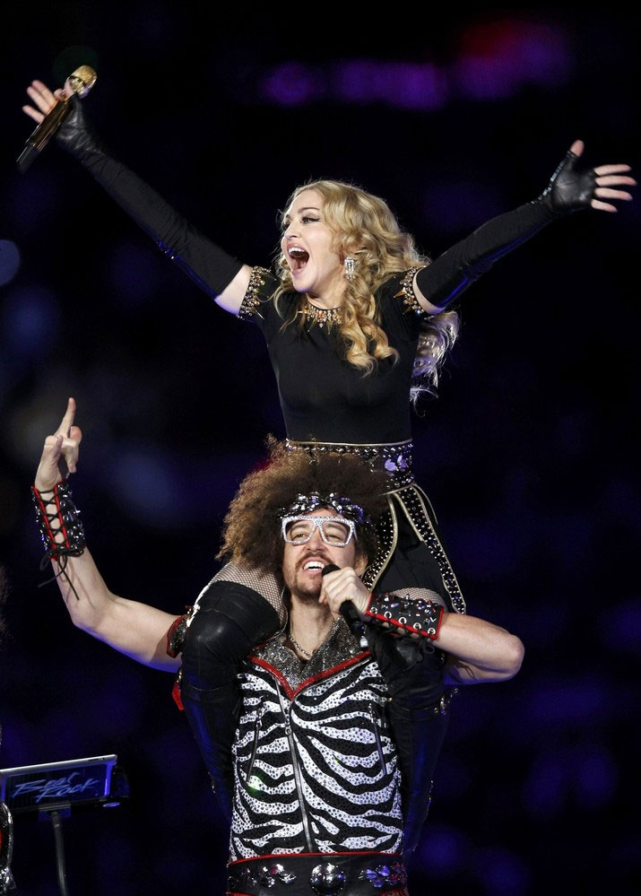 12-02-05-madonna-super-bowl-performance-37