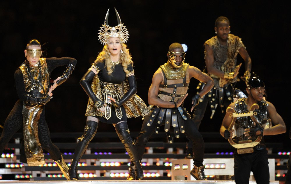 12-02-05-madonna-super-bowl-performance-46