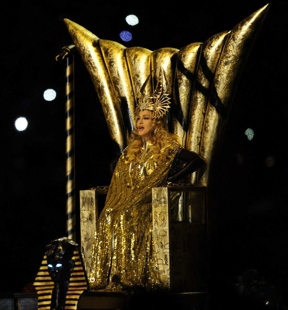 12-02-05-madonna-super-bowl-performance-47