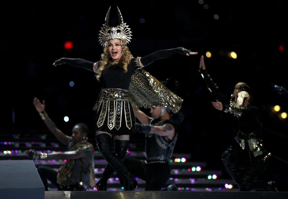 20120206-pictures-madonna-super-bowl-half-time-show-performance-13