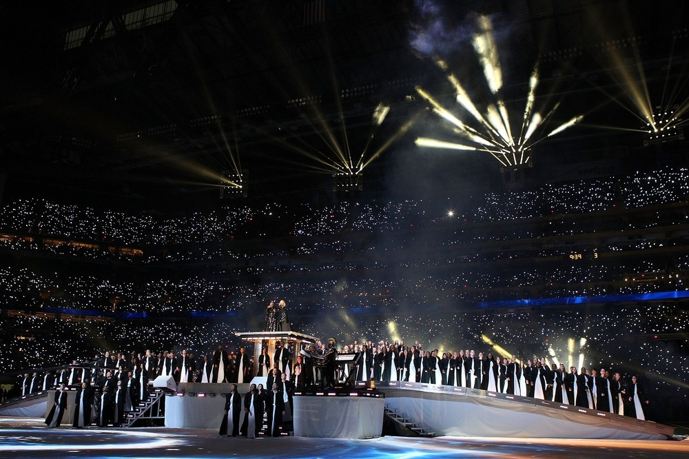 20120206-pictures-madonna-super-bowl-half-time-show-performance-132