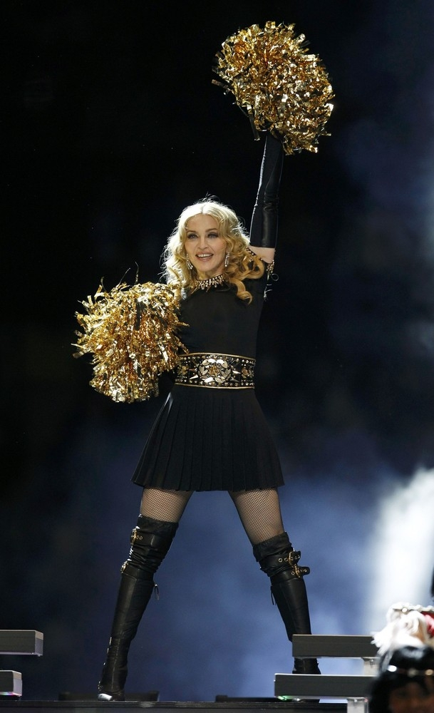 20120206-pictures-madonna-super-bowl-half-time-show-performance-156