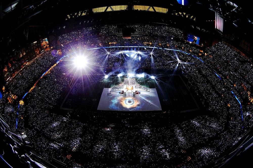 20120206-pictures-madonna-super-bowl-half-time-show-performance-174