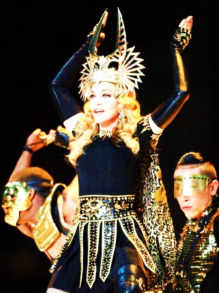 20120206-pictures-madonna-super-bowl-half-time-show-performance-203