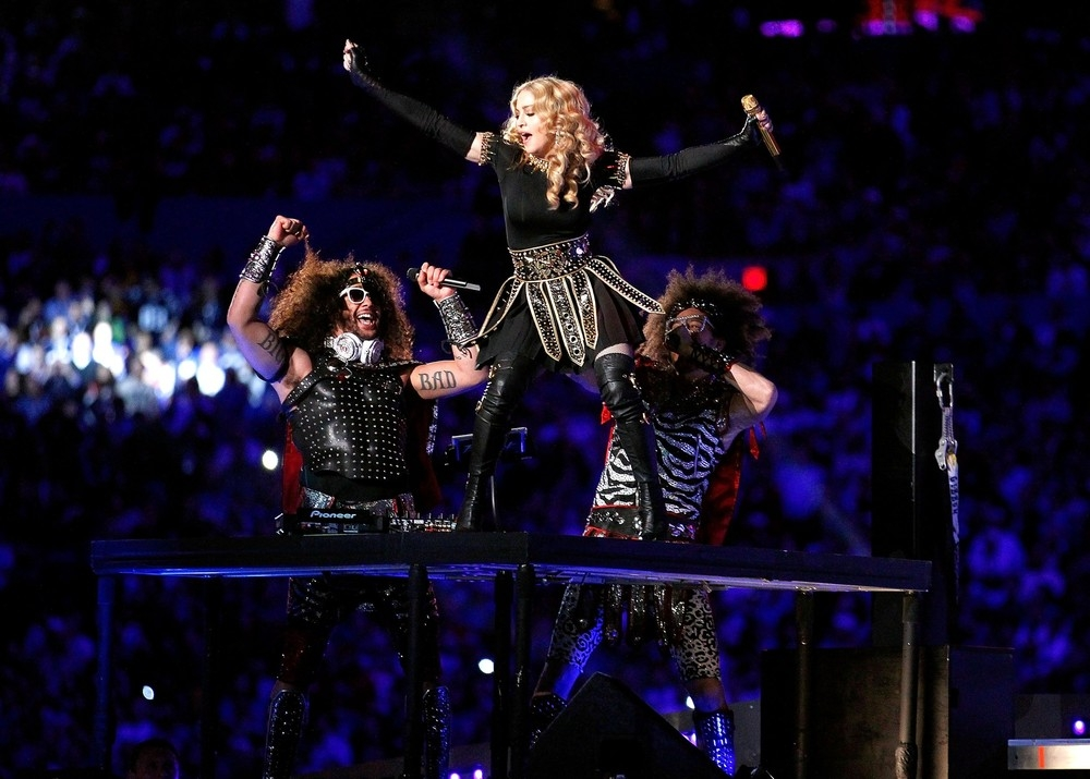 20120206-pictures-madonna-super-bowl-half-time-show-performance-220