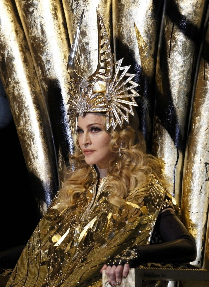 20120206-pictures-madonna-super-bowl-half-time-show-performance-250