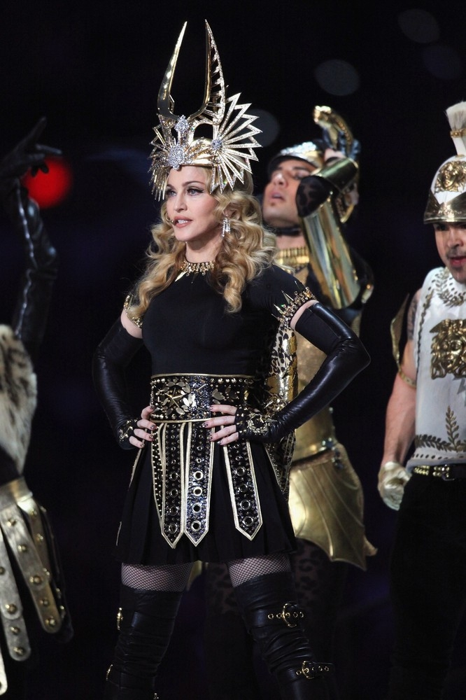 20120206-pictures-madonna-super-bowl-half-time-show-performance-260