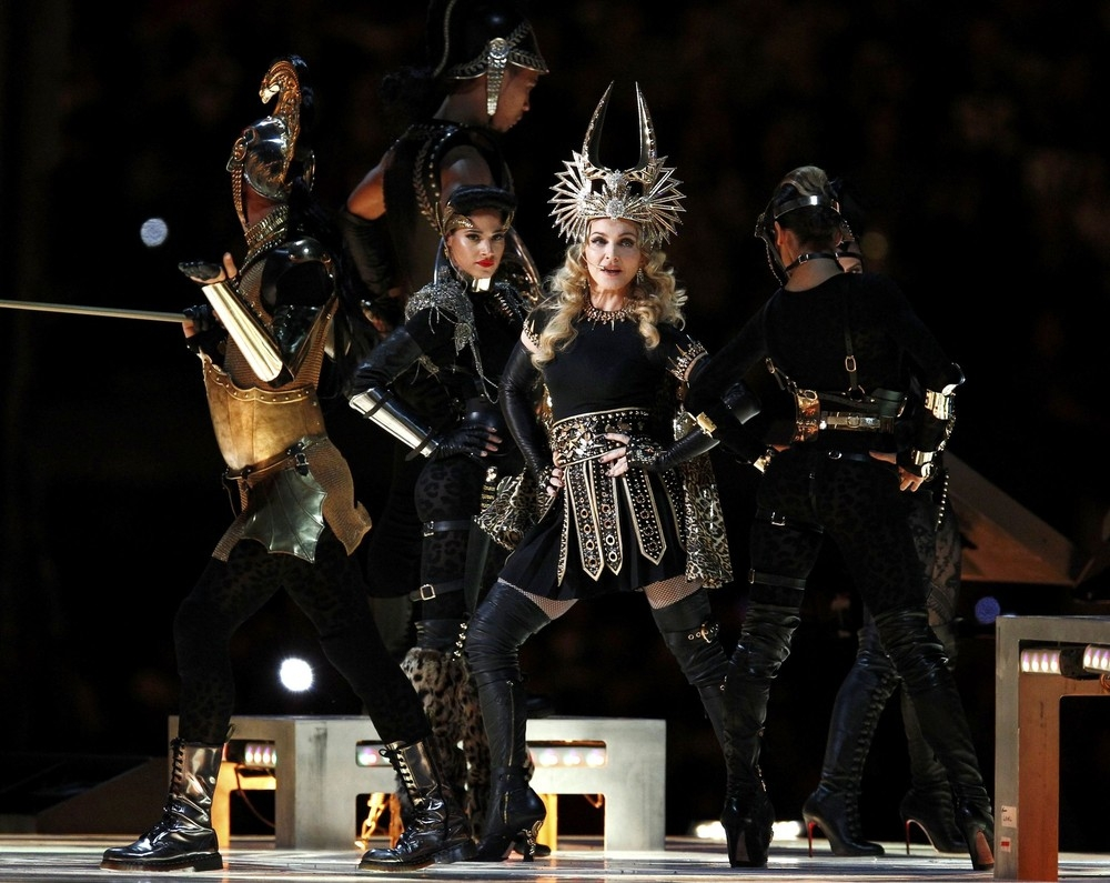 20120206-pictures-madonna-super-bowl-half-time-show-performance-84