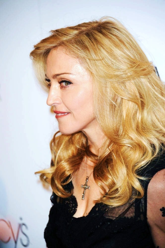 20120414-news-madonna-truth-or-dare-macys-new-york-event-59