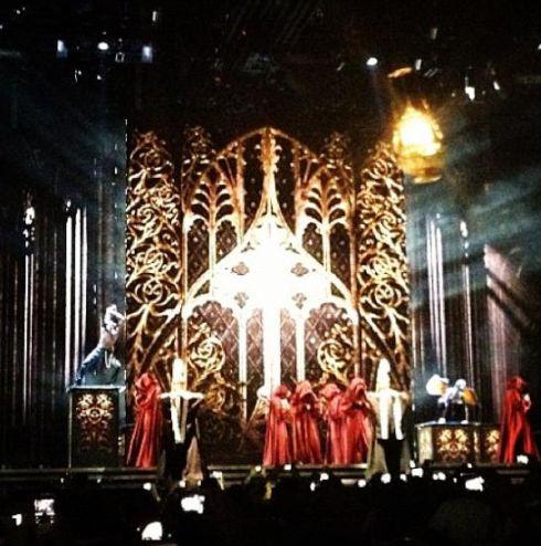 12-05-31-madonna-mdna-tour-tel-aviv-opening-night-fan-0003