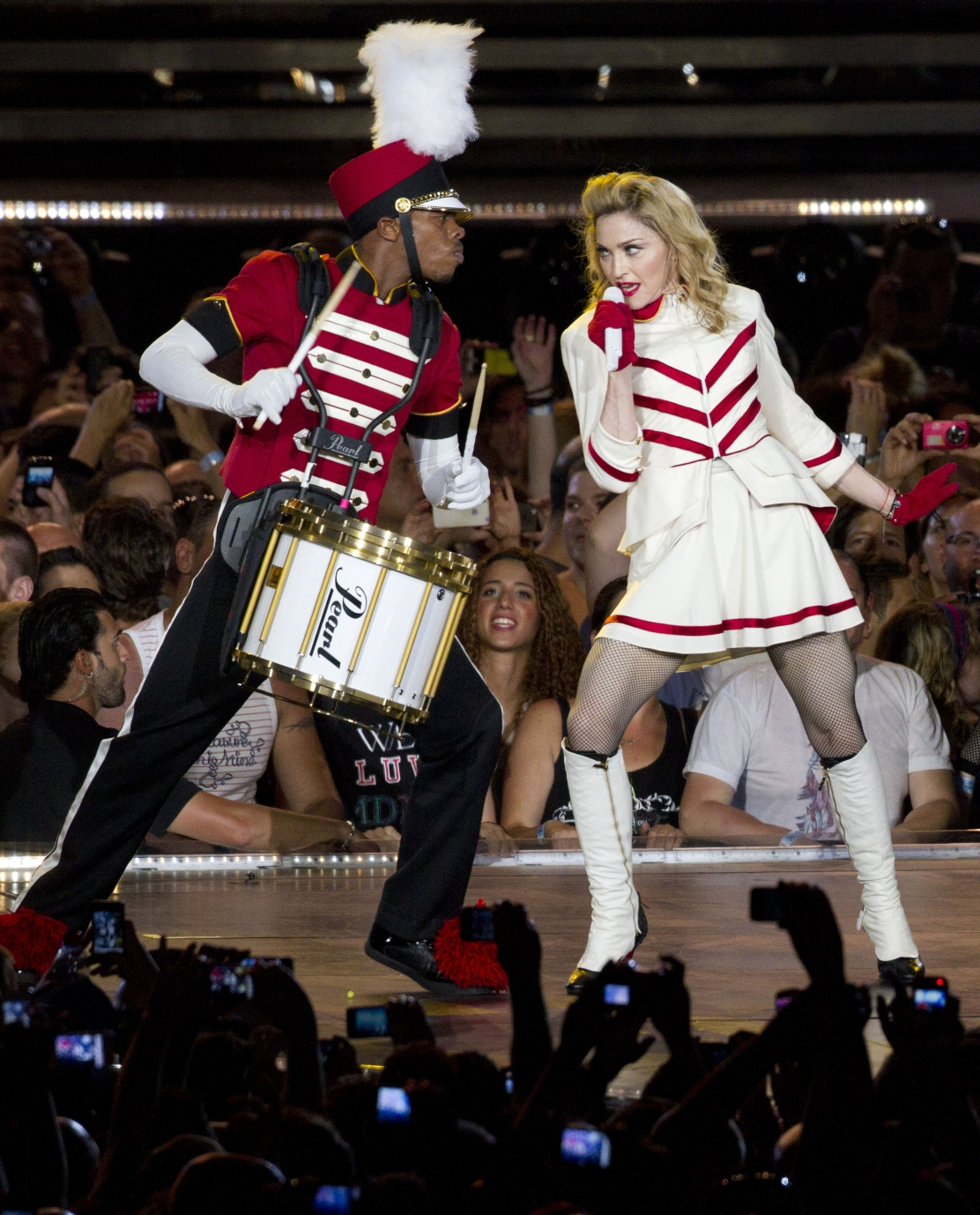 20120531-pictures-madonna-mdna-tour-tel-aviv-opening-03
