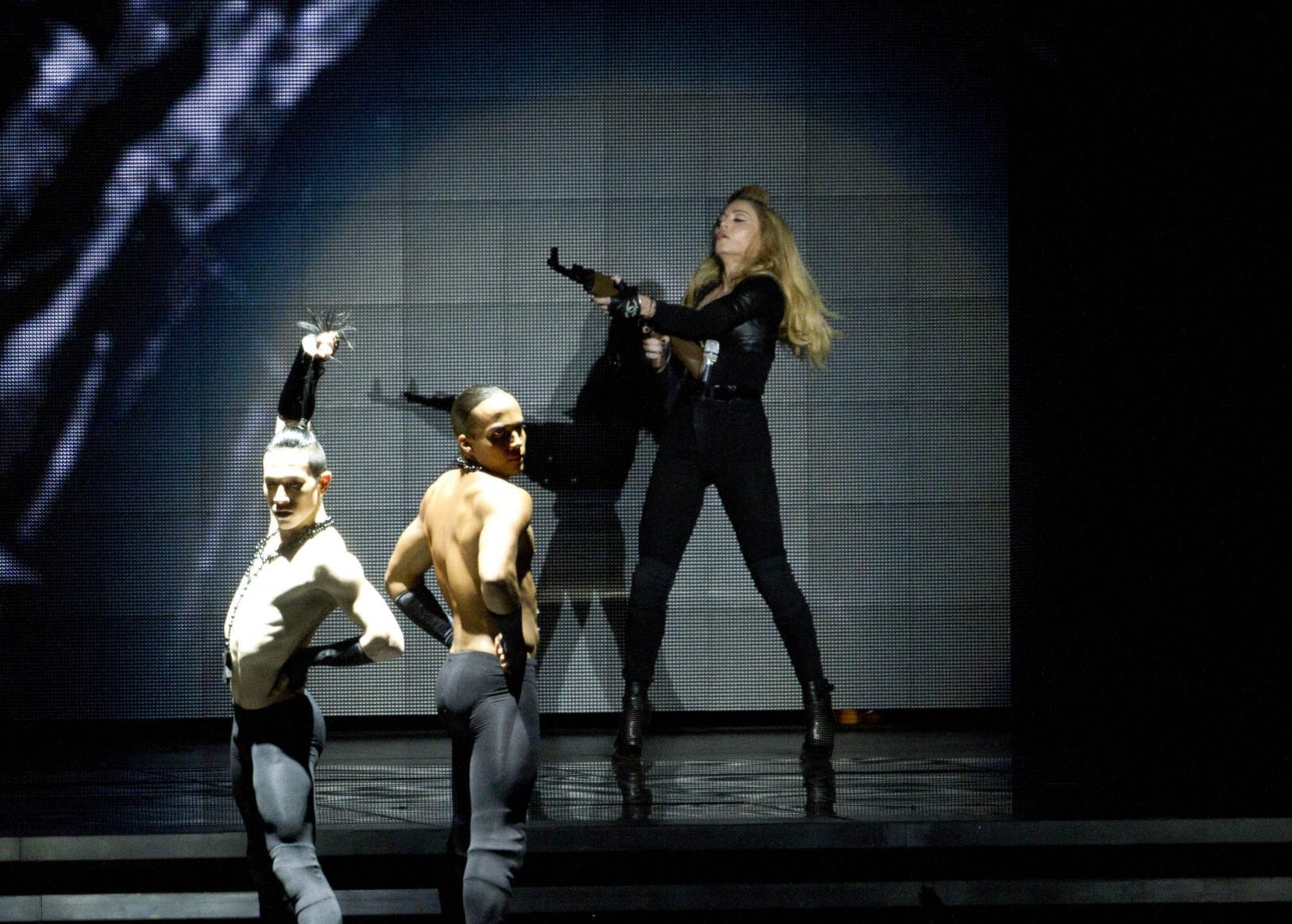 20120531-pictures-madonna-mdna-tour-tel-aviv-opening-08