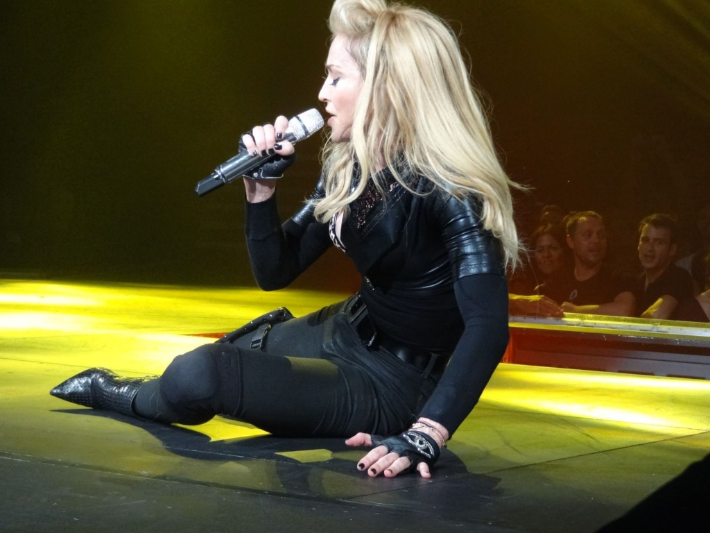 12-08-30-madonna-mdna-tour-montreal-andrew-0002