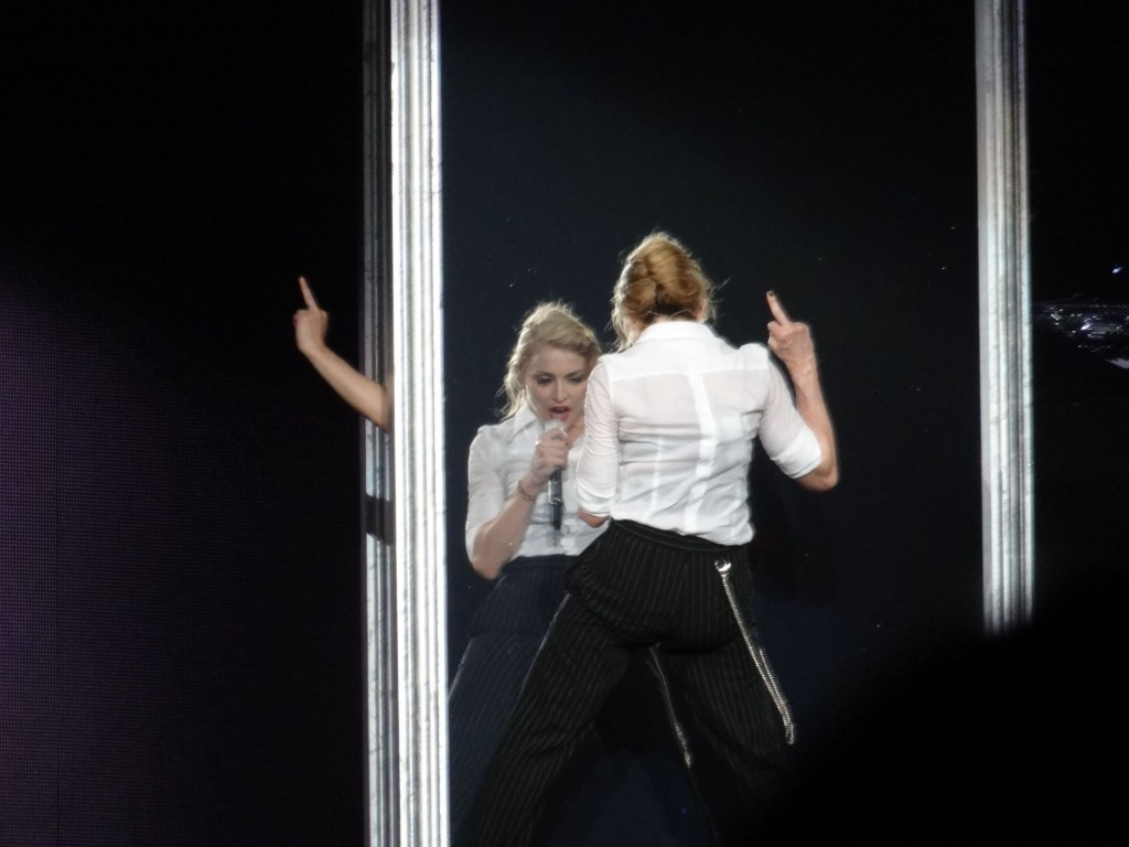 12-08-30-madonna-mdna-tour-montreal-andrew-0003