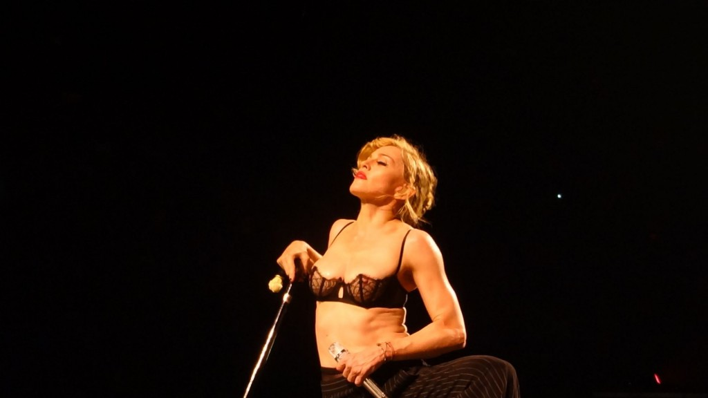 12-08-30-madonna-mdna-tour-montreal-andrew-0005