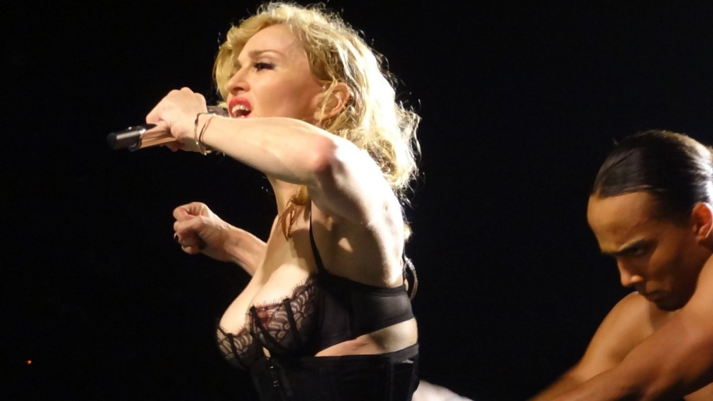 12-08-30-madonna-mdna-tour-montreal-andrew-0006