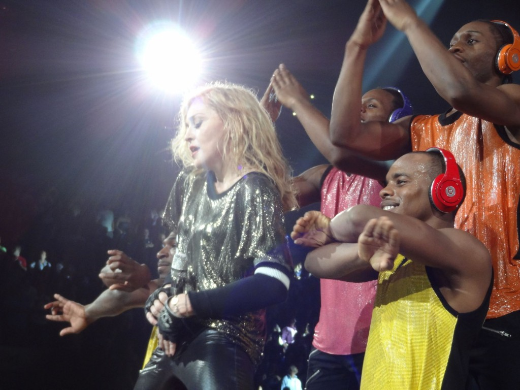 12-08-30-madonna-mdna-tour-montreal-andrew-0009