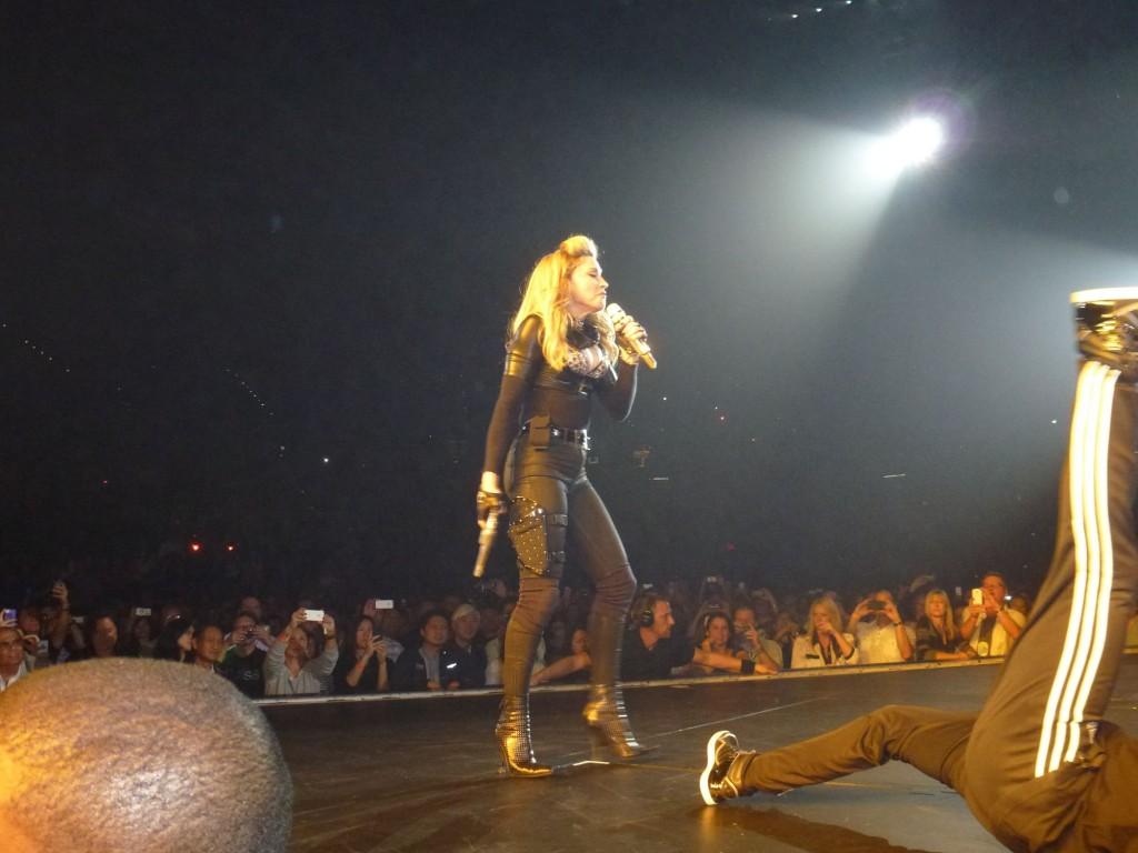 12 10 17 madonna mdna tour las vegas george 0002 1024x768 Le MDNA Tour à Las Vegas et en DVD...