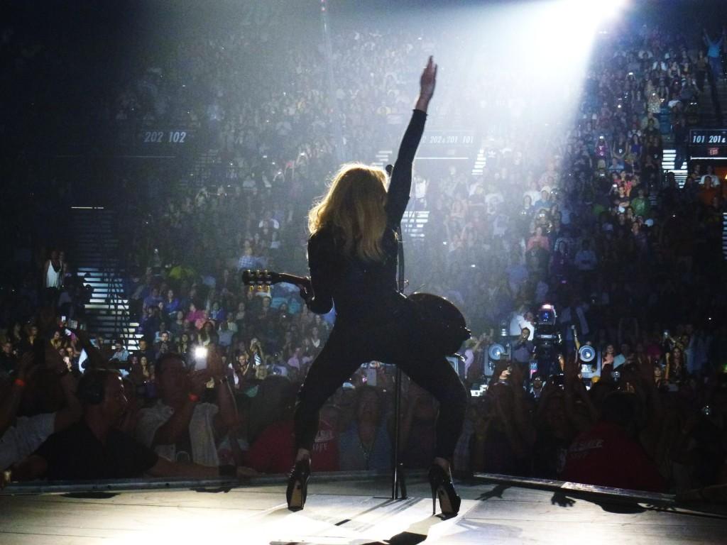 12 10 17 madonna mdna tour las vegas george 0003 1024x768 Le MDNA Tour à Las Vegas et en DVD...