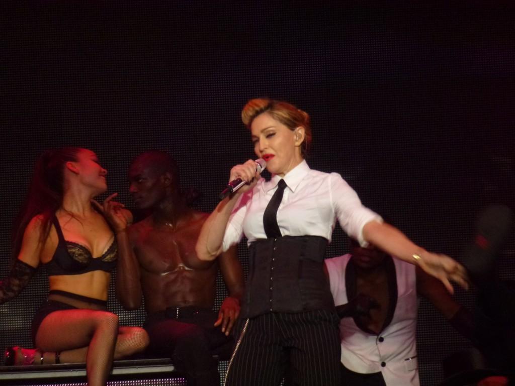 12 10 17 madonna mdna tour las vegas george 0005 1024x768 Le MDNA Tour à Las Vegas et en DVD...