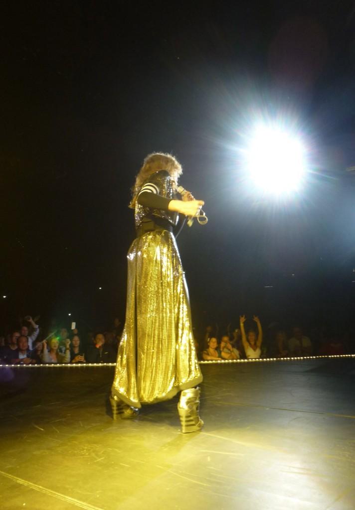 12 10 17 madonna mdna tour las vegas george 0008 712x1024 Le MDNA Tour à Las Vegas et en DVD...