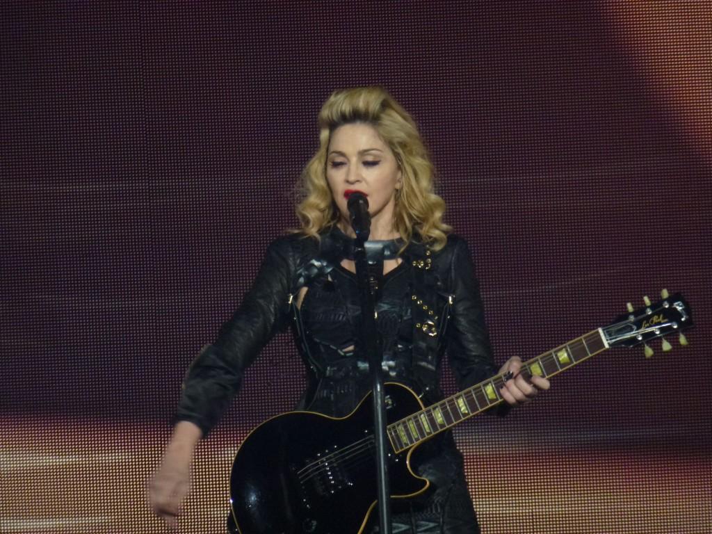 12 10 17 madonna mdna tour las vegas george 0011 1024x768 Le MDNA Tour à Las Vegas et en DVD...