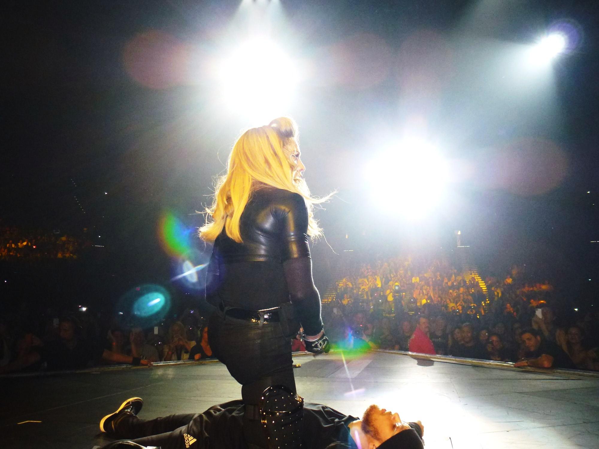 12 10 17 madonna mdna tour las vegas george 0012 Le MDNA Tour à Las Vegas et en DVD...