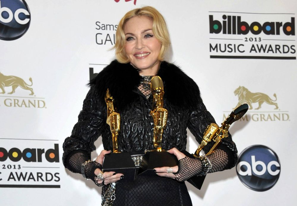 13-05-20-madonna-billboard-awards-press-18