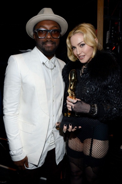 20130520-pictures-madonna-backstage-billboard-music-awards-07