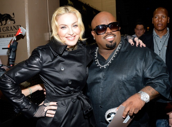 20130520-pictures-madonna-backstage-billboard-music-awards-17