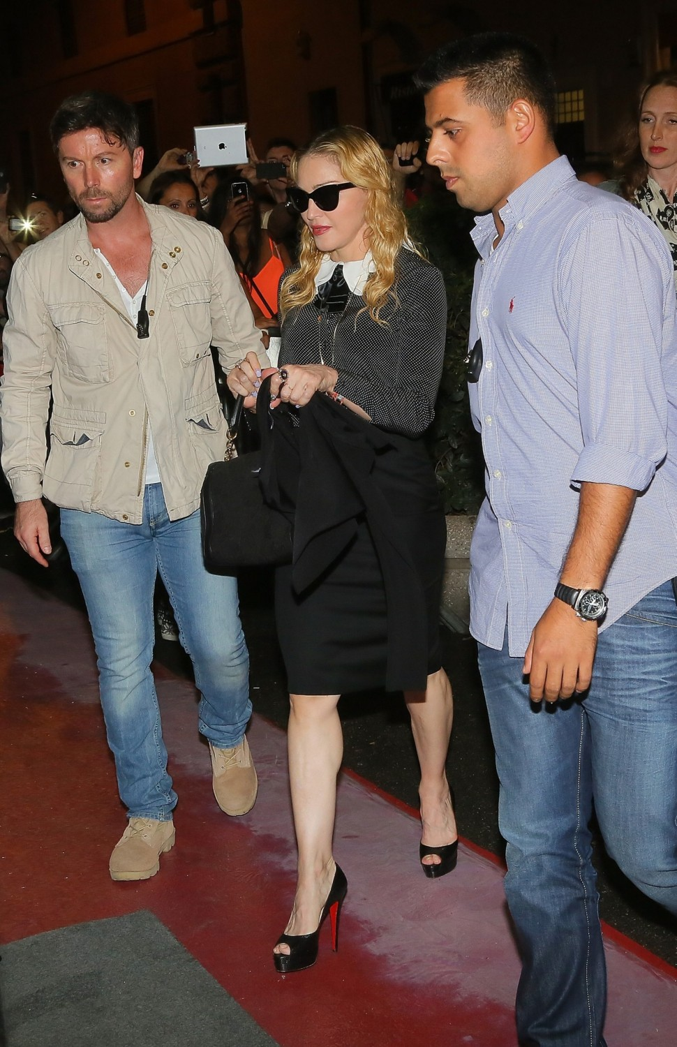 20130821-pictures-madonna-hard-candy-fitness-center-rome-04