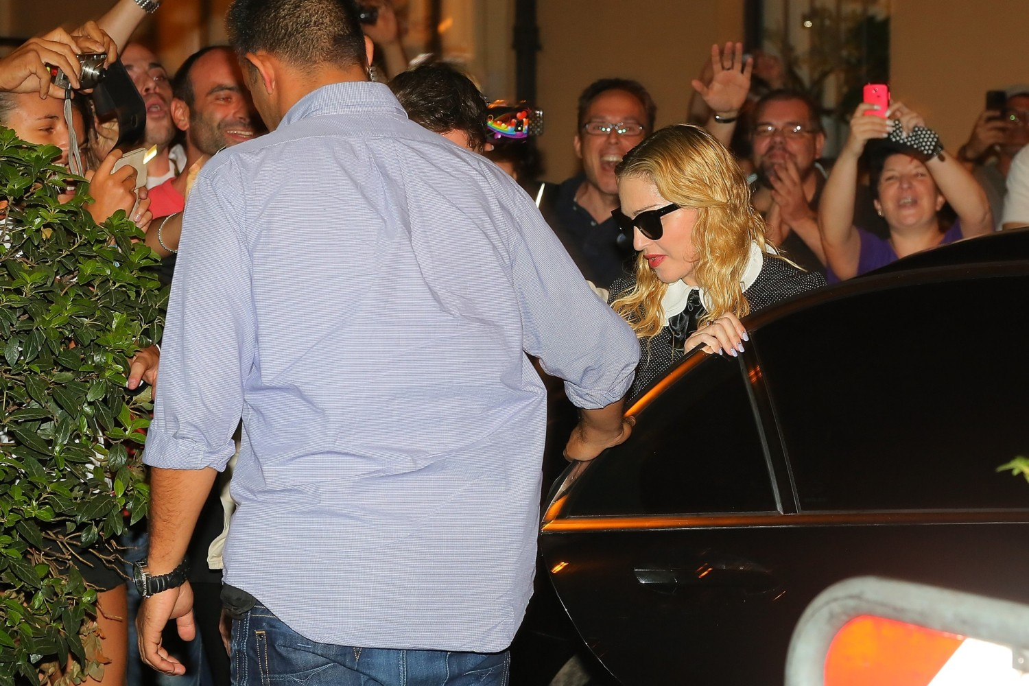 20130821-pictures-madonna-hard-candy-fitness-center-rome-08
