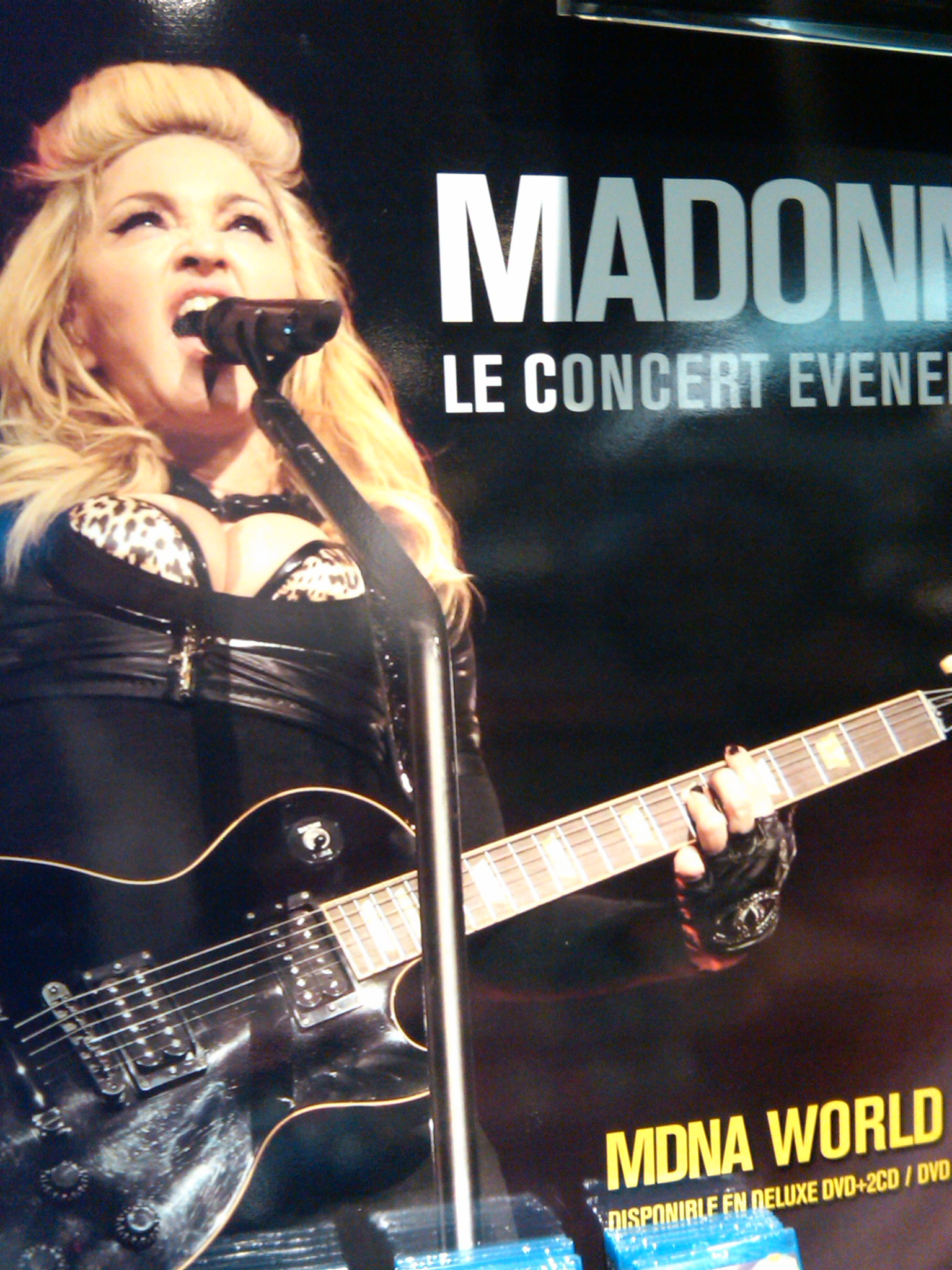 IMG00201 20130909 1102 Evènement : Le MDNA World Tour E.N.F.I.N Disponible !
