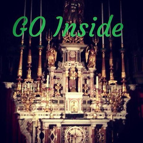sur la photo  ALLEZ à l'Intérieur de Votre église, votre Mosquée, Votre Synagogue, votre jardin. La mer .le désert, votre Coeur et demandez à DIEU de vous d -Madonna instagram